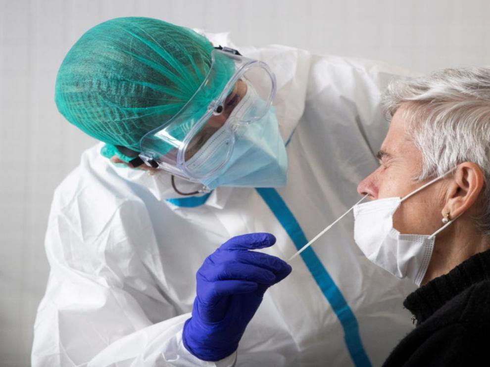 Los test de antígenos requieren toma de muestra nasofaríngea o de saliva.