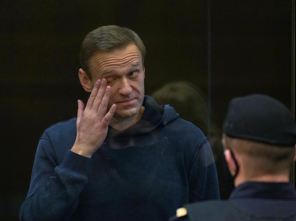 Alexei Navalni antes de entrar al juicio