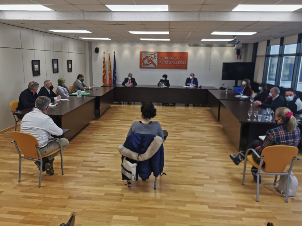 Reunión este martes en la sede de la Comarca Alto Gállego entre Ceos-Cepyme, ayuntamientos, asociaciones empresariales y turísticas y el propio ente comarcal.