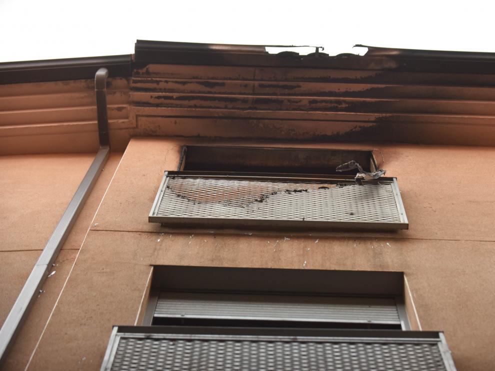 Urbanismo tapia los accesos al edificio de la calle de Cerezo en el que se incendió una casa okupa.