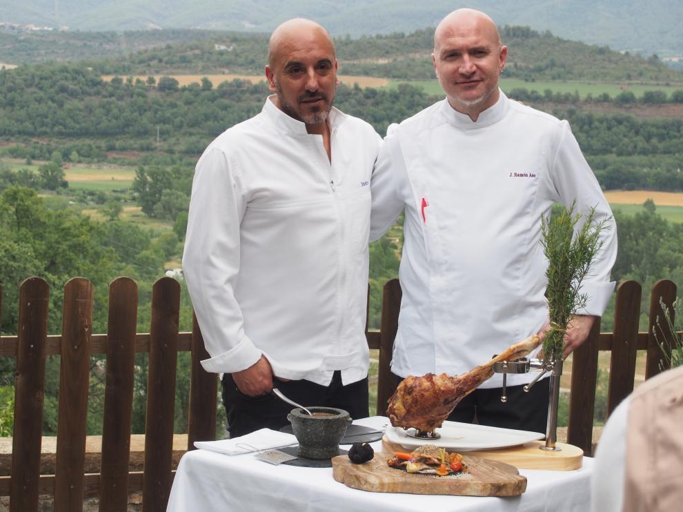 Josetxo Souto y Ramón Aso (derecha), copropietarios del restaurante Callizo.Heraldo.es
