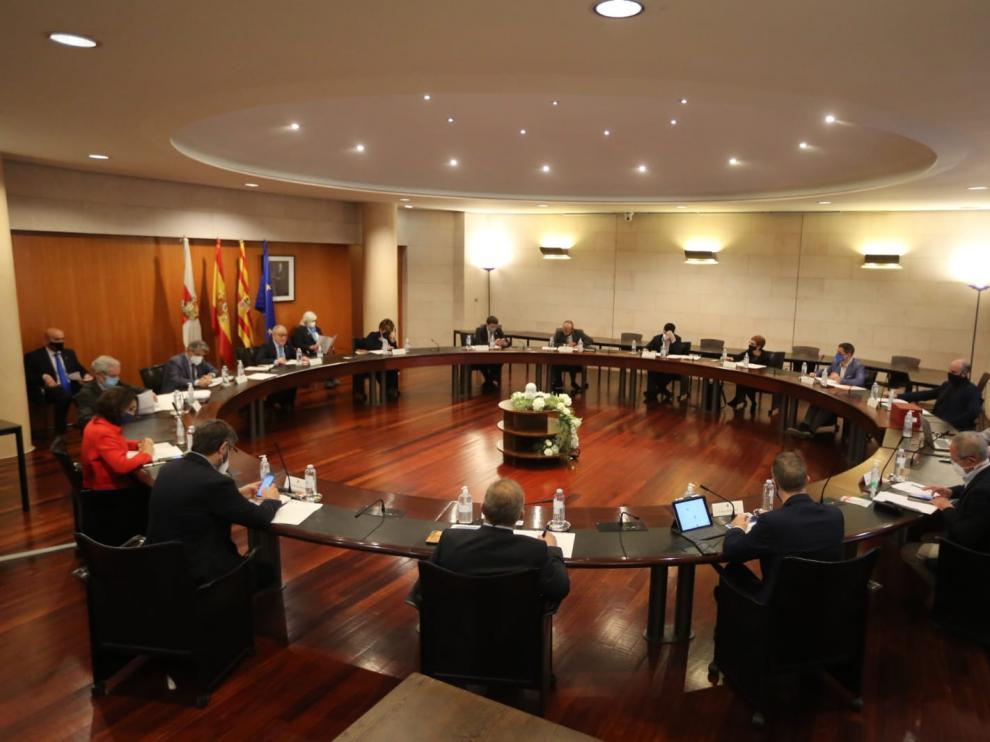 Imagen del pleno celebrado este jueves por la Diputación Provincial de Huesca.