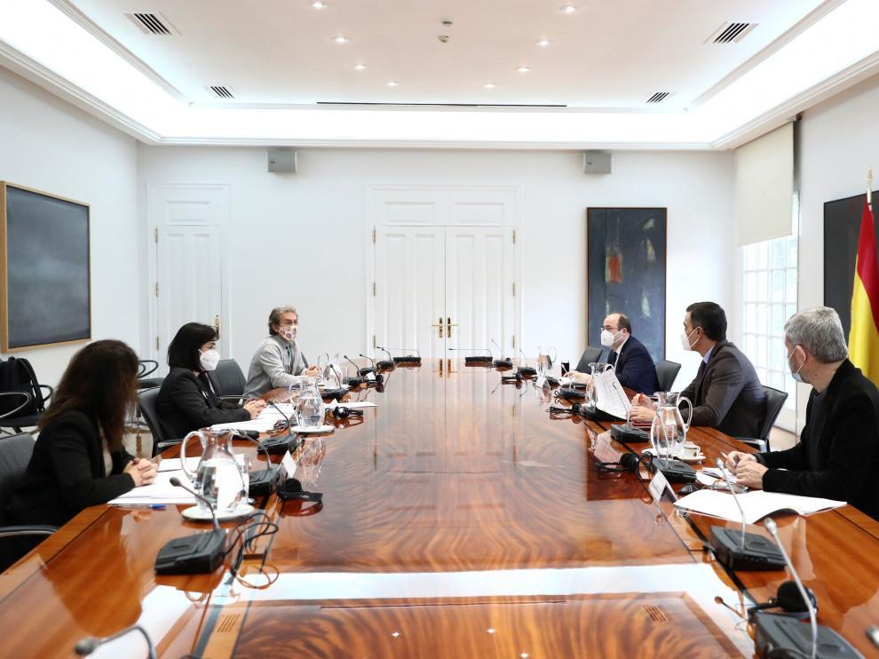 El presidente del Gobierno preside la reunión de seguimiento de la comisión de Salud Pública.