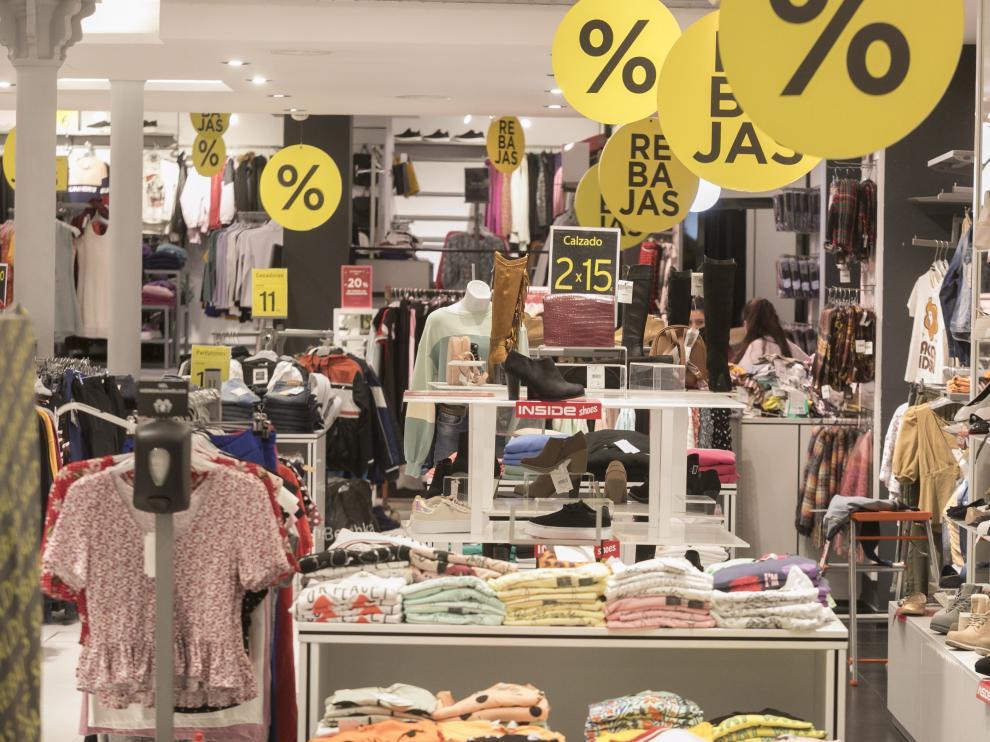 Ambiente del comercio y veladores / 9-2-21 / Foto Rafael Gobantes[[[FOTOGRAFOS]]]