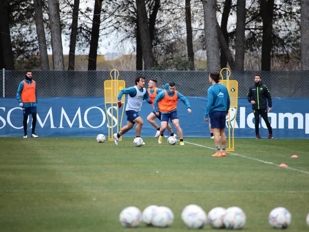 La SD Huesca comenzó a preparar este martes la visita al Sevilla.