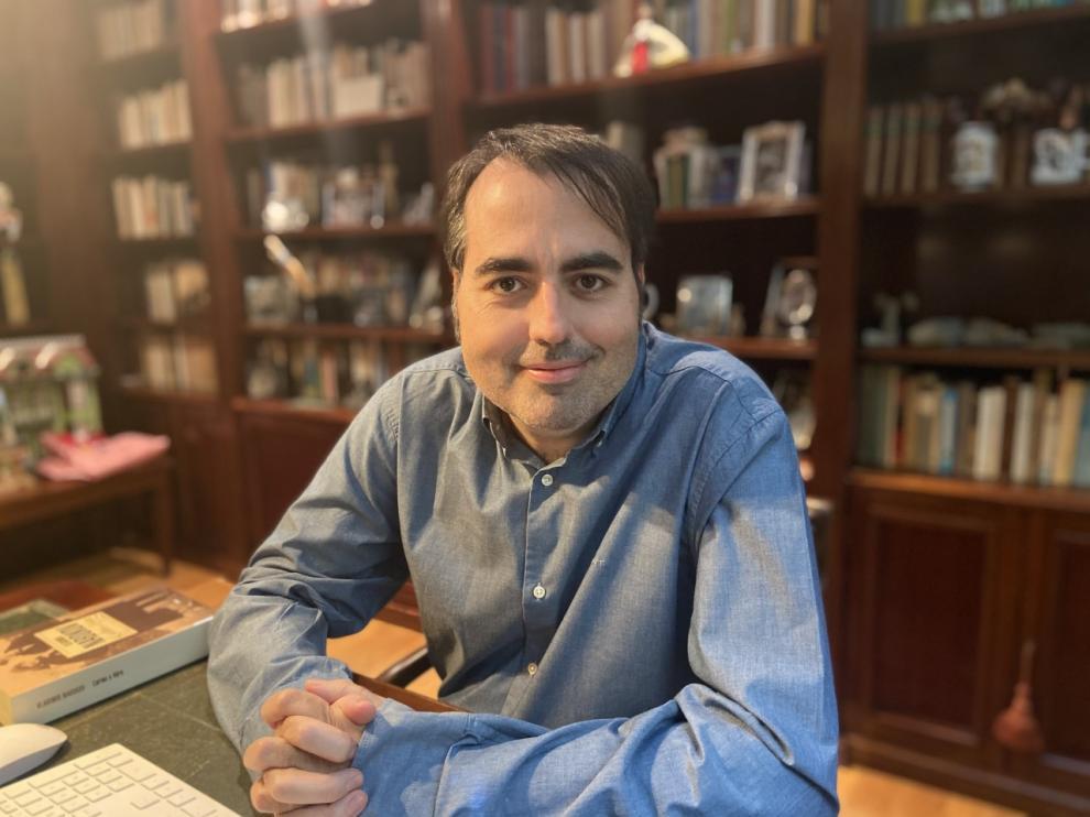 García Gil publica 'Serrat y los poetas'.