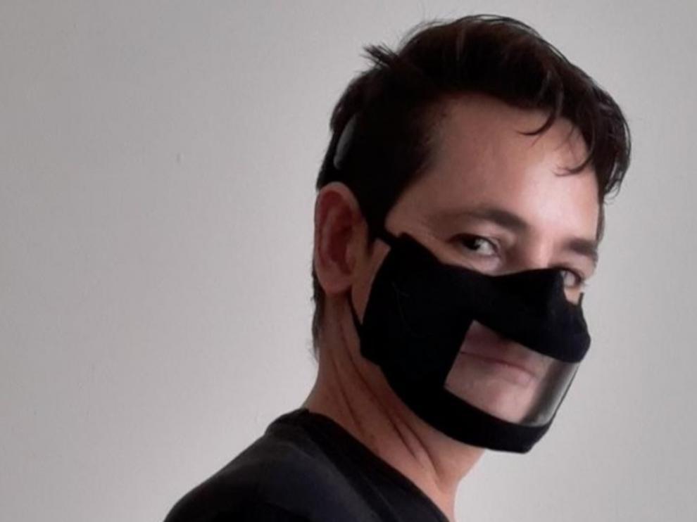 Mascarilla transparente homologada, dirigida a personas sordas.