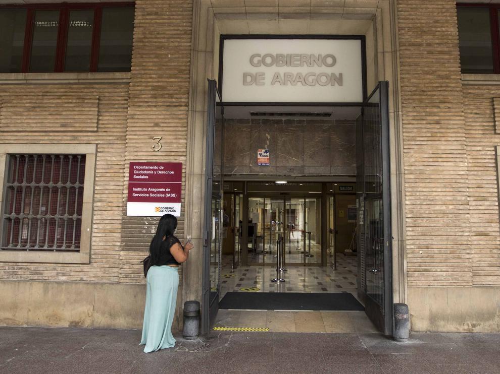 Entrada al edificio de los antiguos juzgados de la plaza del Pilar de Zaragoza. Toni Galán
