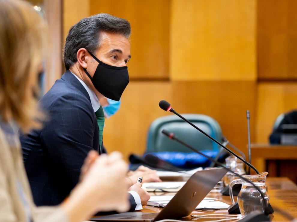 Víctor Serrano, este lunes en la comisión de Urbanismo del Ayuntamiento de Zaragoza.