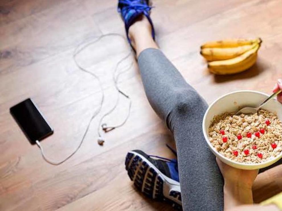 Comer adecuadamente antes y después de entrenar ayuda a conseguir los objetivos deportivos.