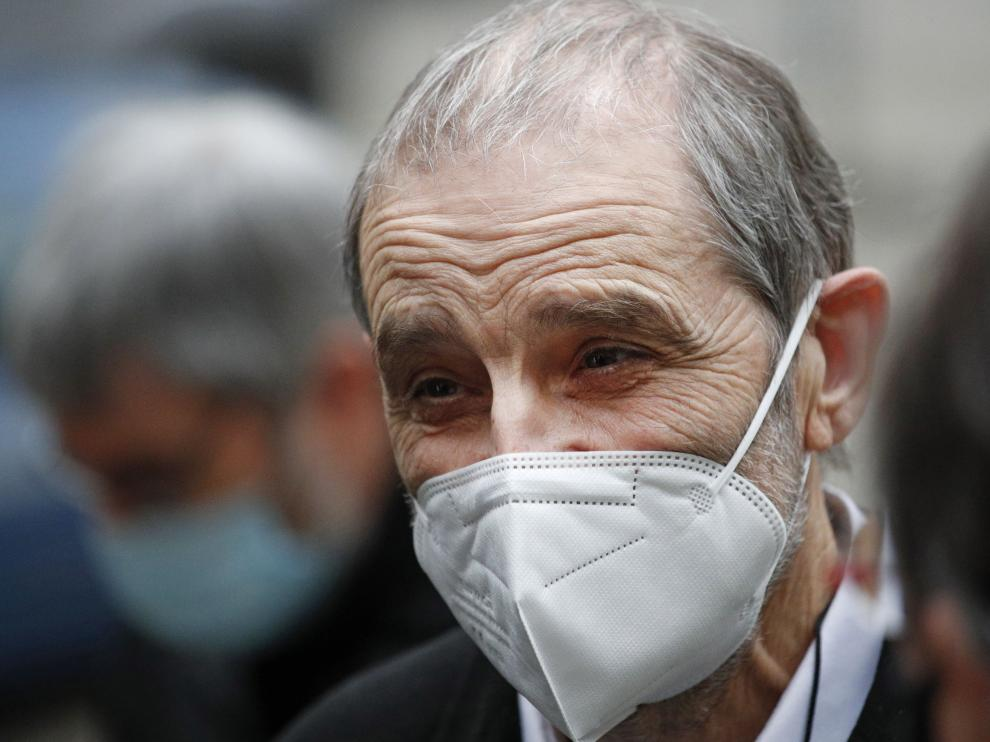 Paris (France), 22/02/2021.- Jose Antonio Urrutikoetxea Bengoechea, former political leader of the Basque terrorist group ETA (Euskadi Ta Askatasuna), also known as Josu Ternera (C), leaves a court room at the Palais de Justice courthouse in Paris, France, 22 February 2021. French Justice decided to postpone the appeal trial of the Spanish extradition demand against the former ETA leader to be tried for his alleged involvement in a murder in Vitoria in June 1980 to 13 and 14 September 2021. (Terrorista, Francia) EFE/EPA/YOAN VALAT Josu Ternera at Paris court of appeal