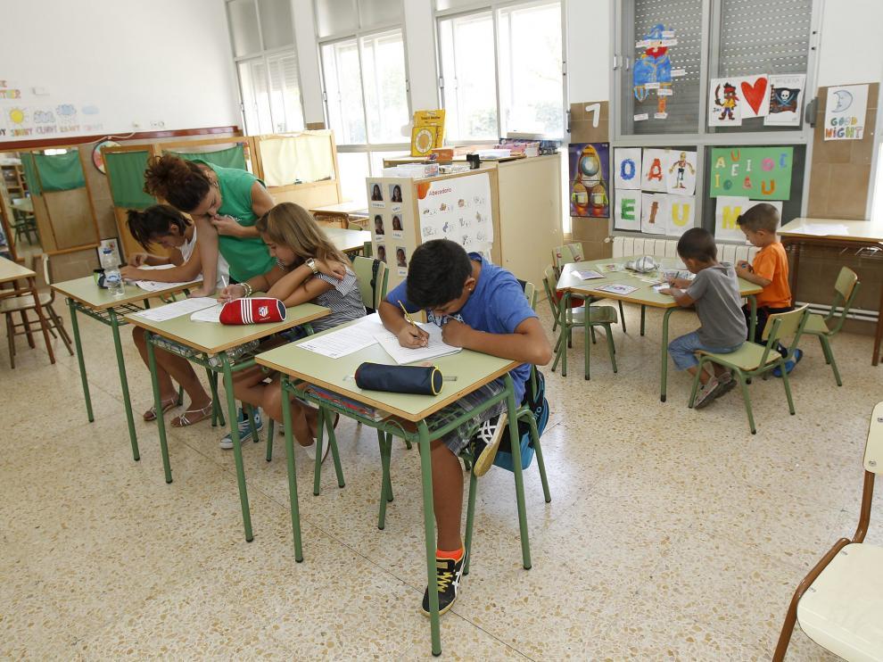 Inicio de curso escolar en el colegio de Visiedo con solo cinco alumnos. Foto Antonio Garcia/Bykofoto. 10-09-14[[[HA ARCHIVO]]]