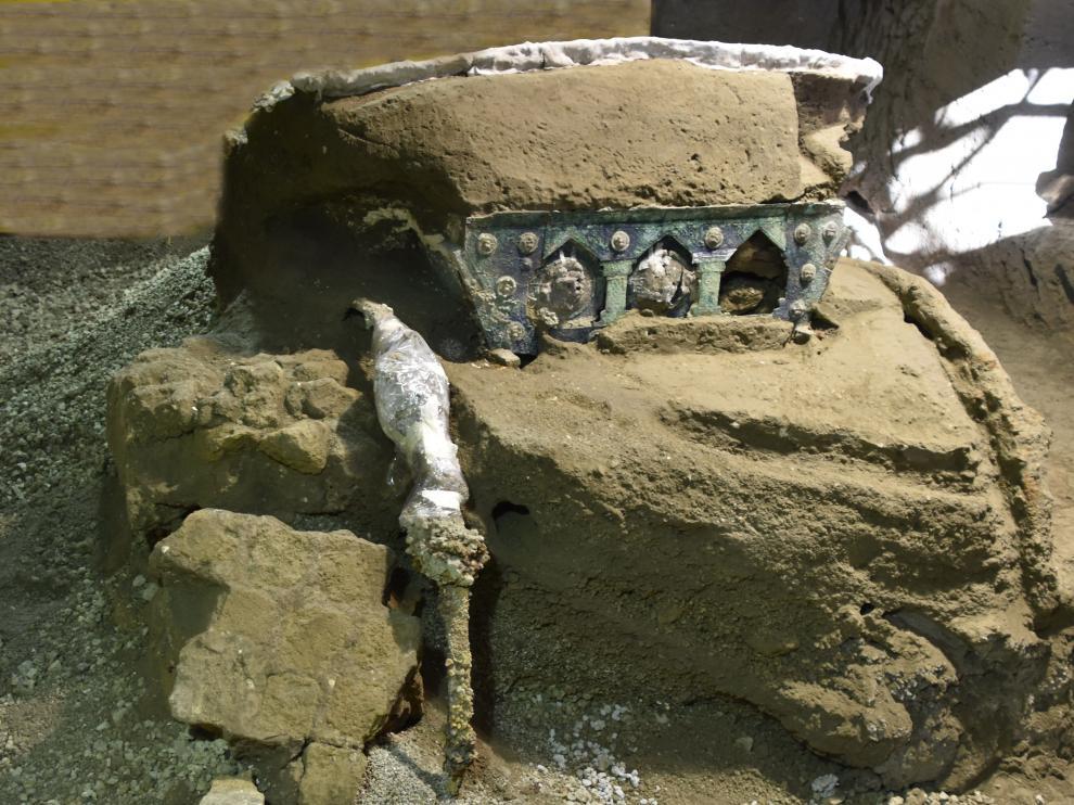 Imagen de la carroza desenterrada en Pompeya.
