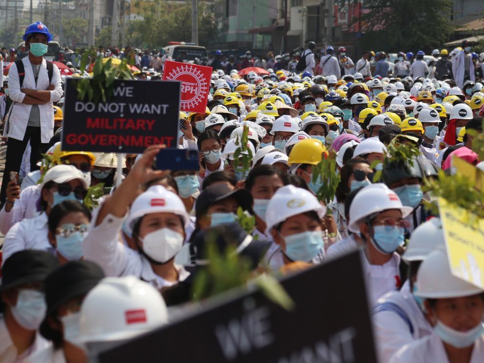 Protestas contra la represión militar en Mandalay (Birmania)