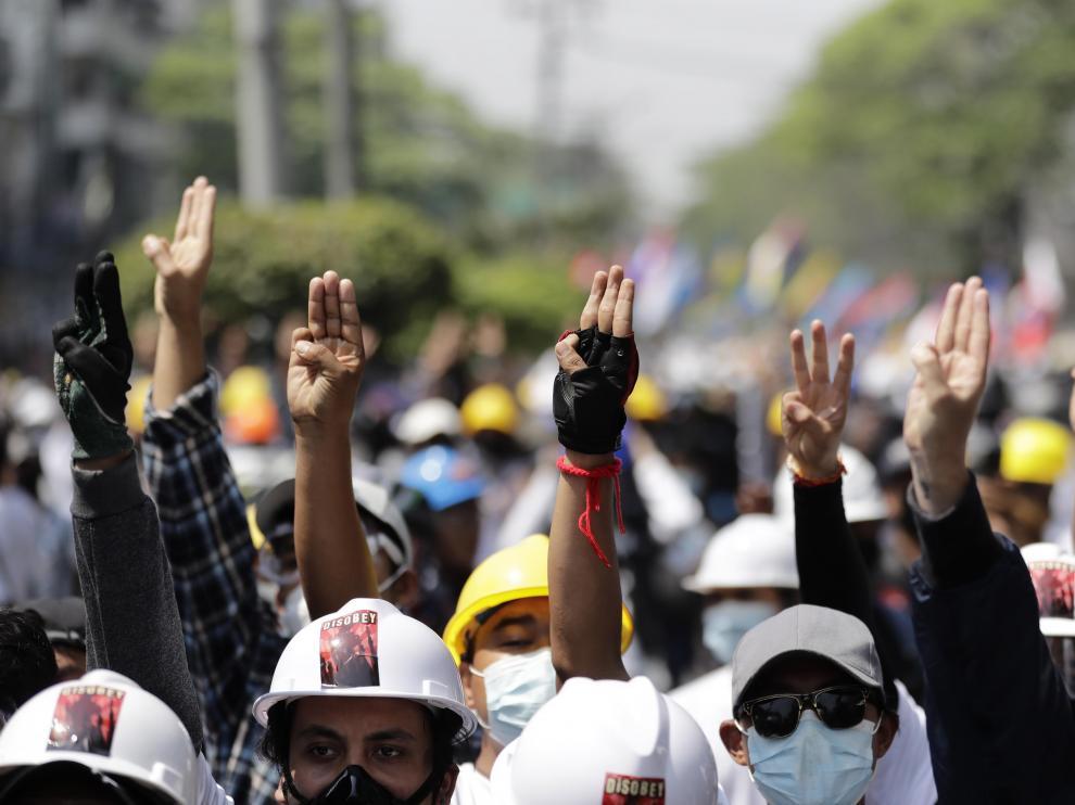 Protestas contra la represión militar en Yangon (Birmania)