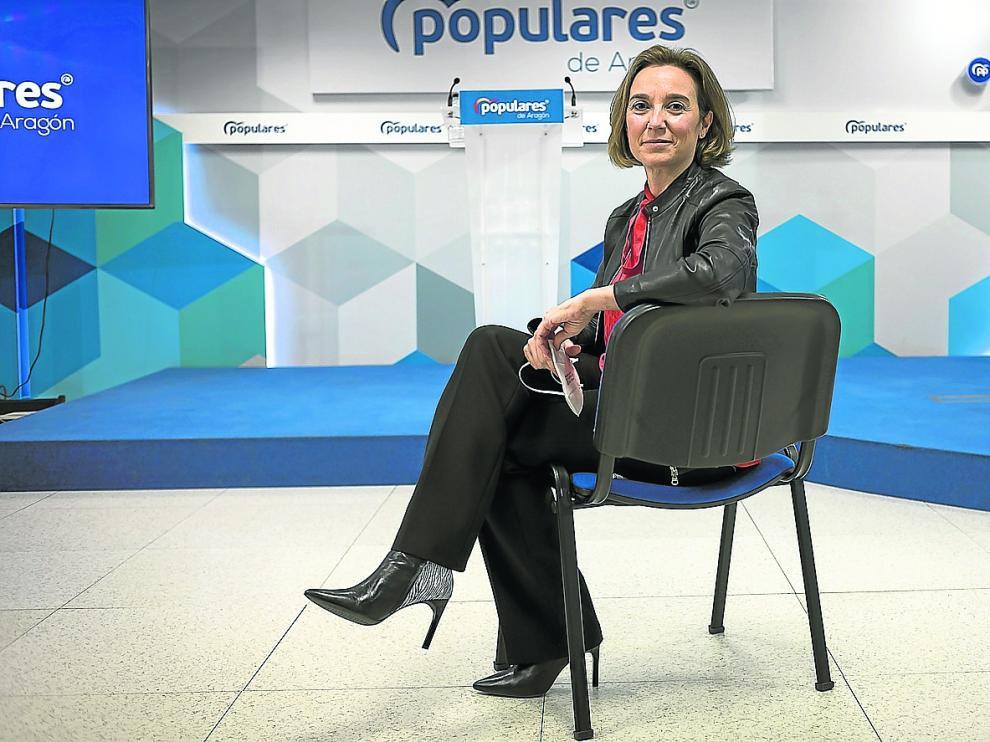 La portavoz del PP en el Congreso, Cuca Gamarra, ha acudido este lunes a la sede en Zaragoza junto a la dirección del grupo para una reunión de trabajo.