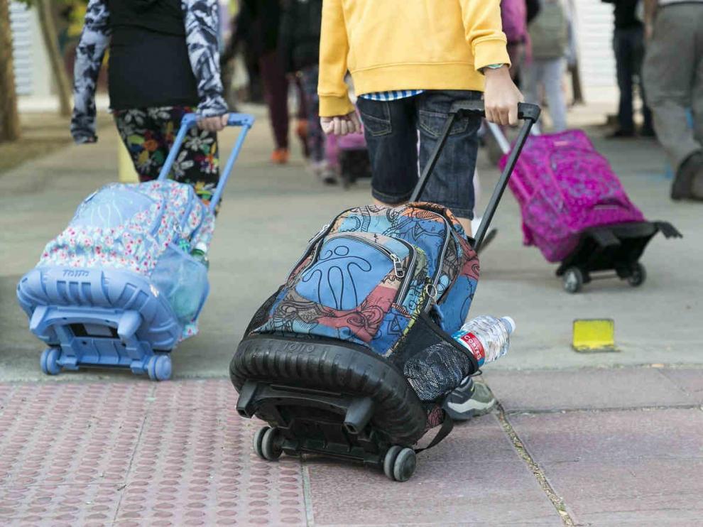 Niños llegando al cole