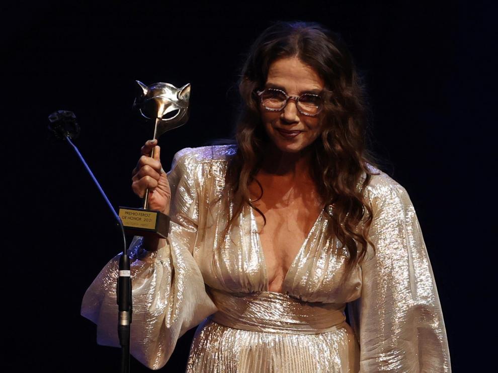 La actriz Victoria Abril, tras recibir el Premio Feroz de Honor 2021 durante la ceremonia de entrega de la octava edición de los galardones.