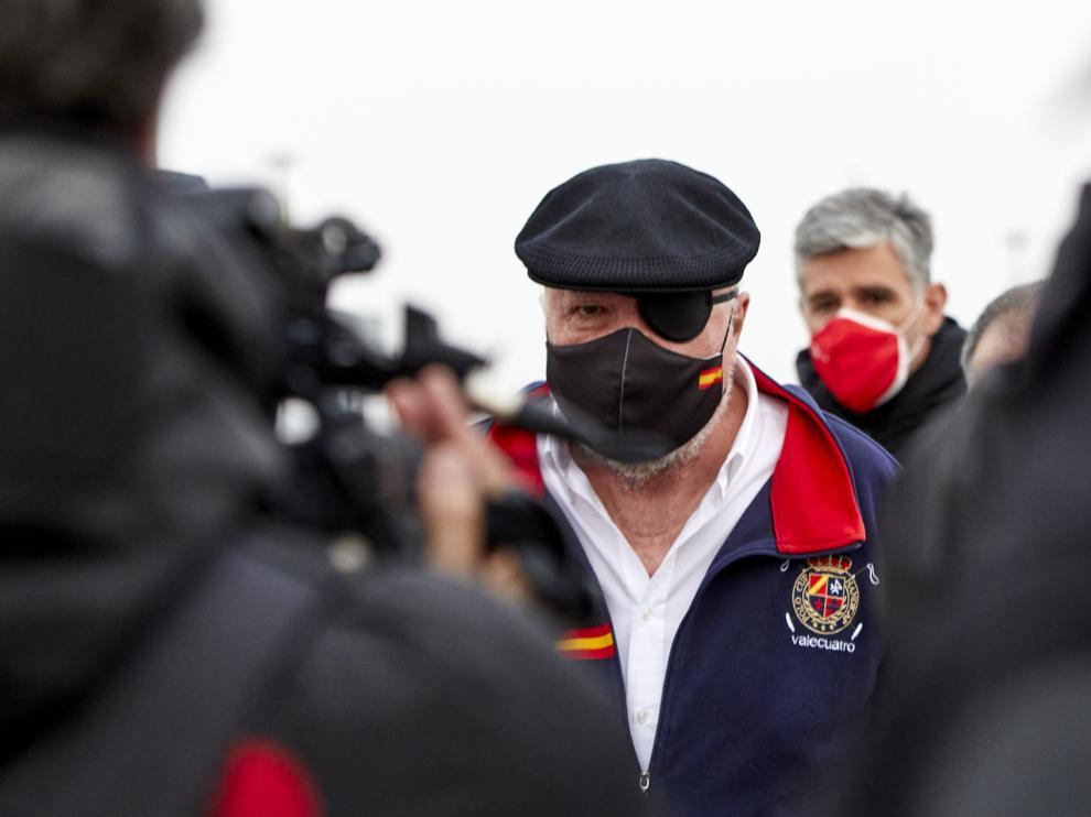 El excomisario José Manuel Villarejo, a su salida de la cárcel madrileña de Estremera
