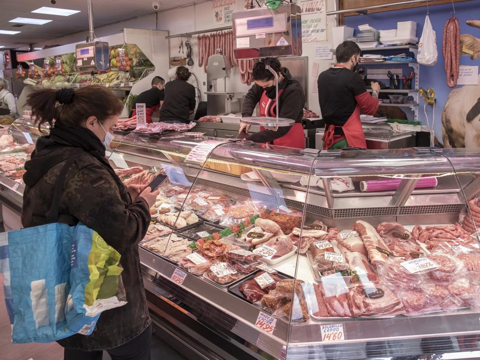 La carnicería Cuarzo se encuentra en Camino de Las Torres, 50.