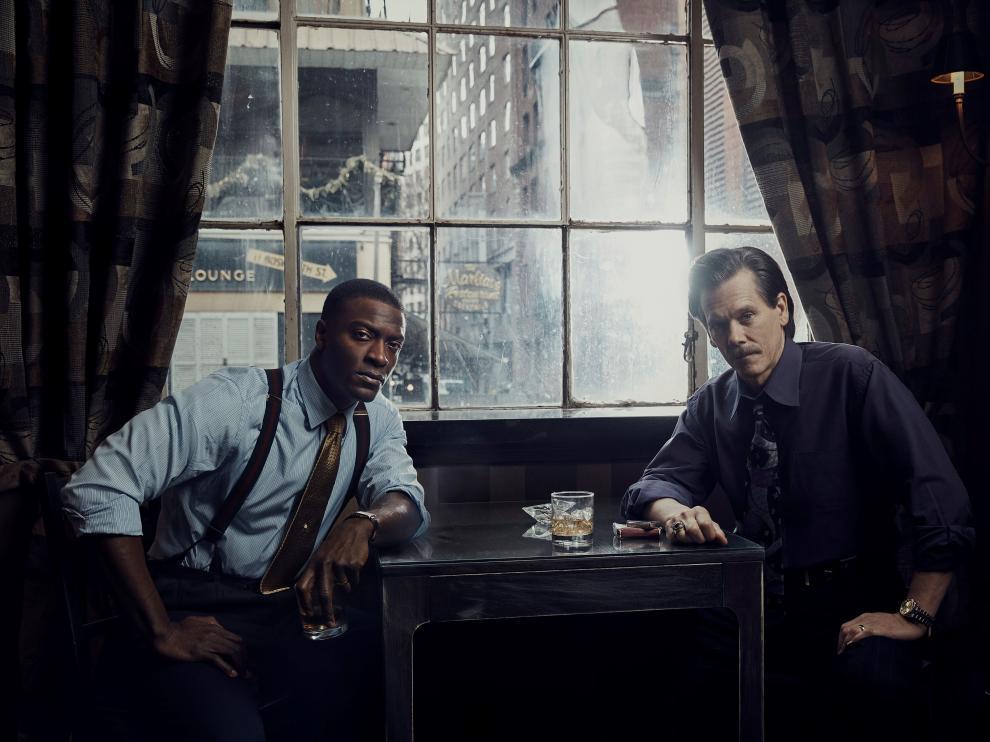 Los actores Aldis Hodge y Kevin Bacon, en un fotograma de la serie.