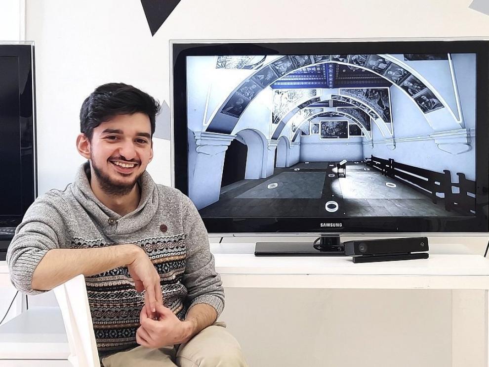 Alejandro Núñez, frente a una de las escenas recreadas de forma digital.