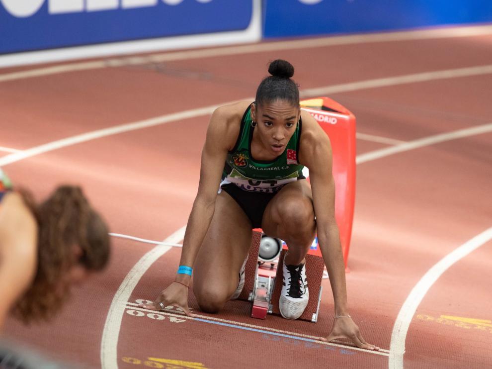 Salma Paralluelo, preparada para competir en la prueba de 400 metros.