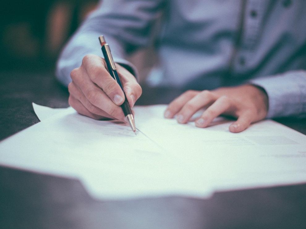 Firma de documentos.