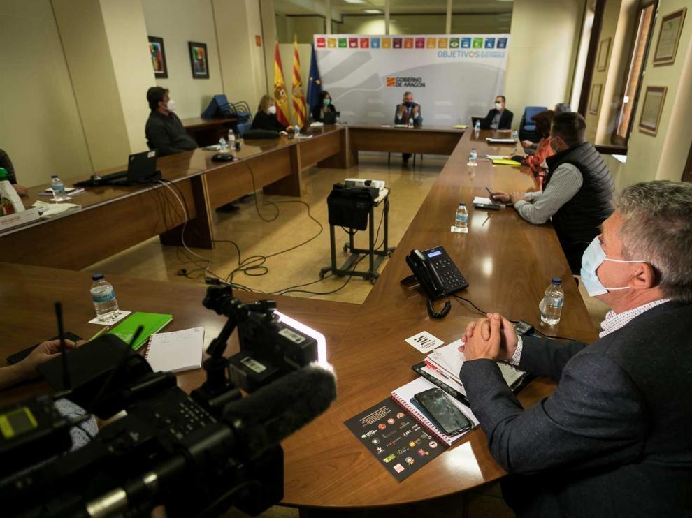 El consejero de Agricultura, Joaquín Olona, con los representantes de las organizaciones agrarias y las cooperativas agroalimentarias