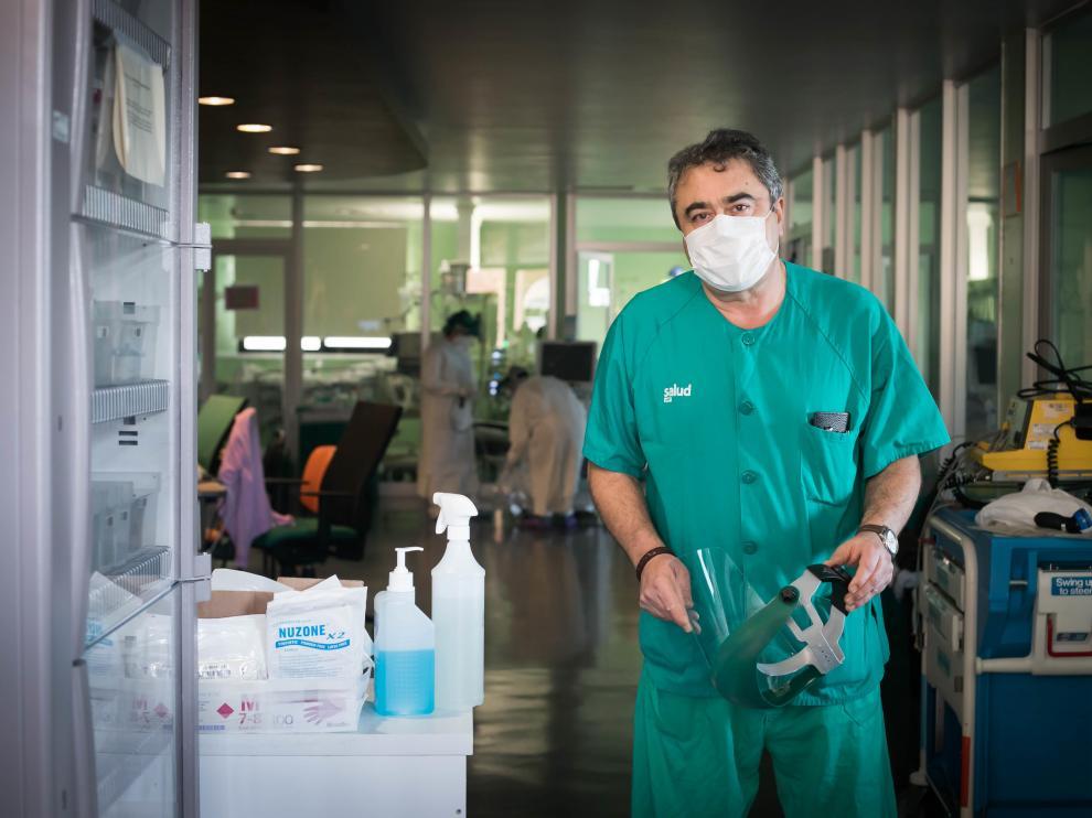 El doctor Juan José Araiz, jefe de sección de la UCI del Hospital Clínico de Zaragoza.