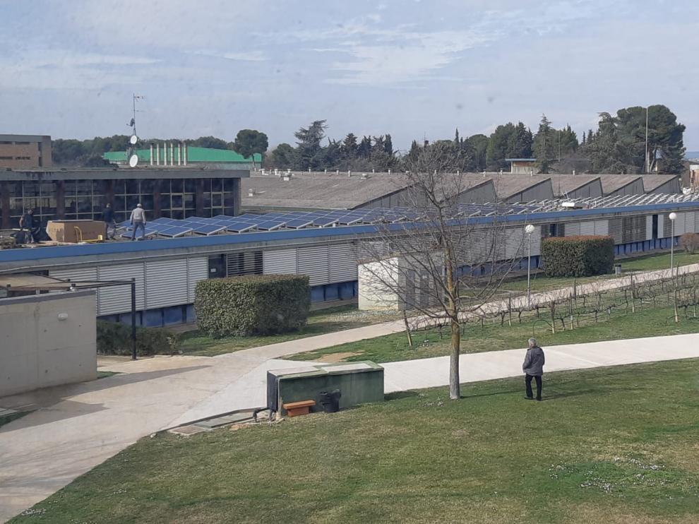 Instalación de la planta solar en la Escuela Politécnica del Campus de Huesca.