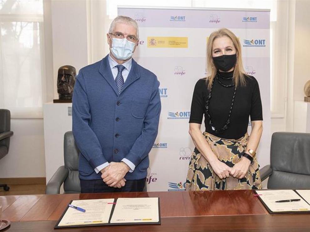 La directora de la Organización Nacional de Trasplantes, Beatriz Domínguez-Gil, y el presidente de Renfe, Isaías Táboas