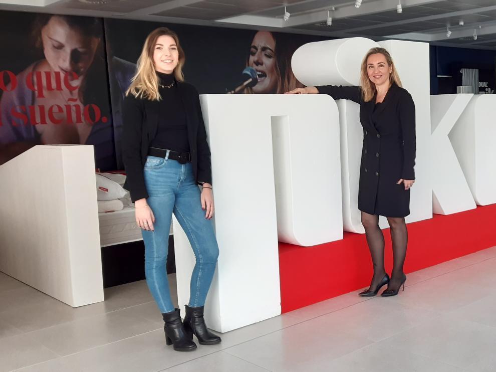 Mar Escobedo, (a la izquierda), junto a Ana Robledo, directora de Marketing de Pikolin.