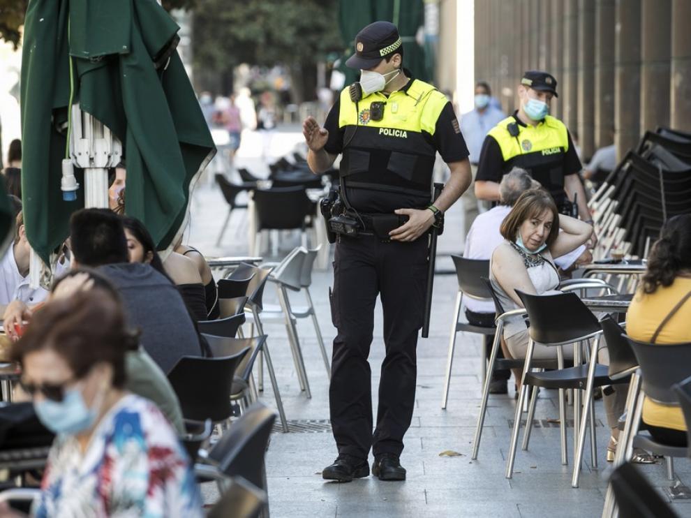 LA ASOCIACION DE CHINOS DE ULTRAMAR DONA MASCARILLAS A LA POLICIA NACIONAL / 15-03-2020 / FOTOS: FRANCISCO JIMENEZ [[[FOTOGRAFOS]]][[[HA ARCHIVO]]]