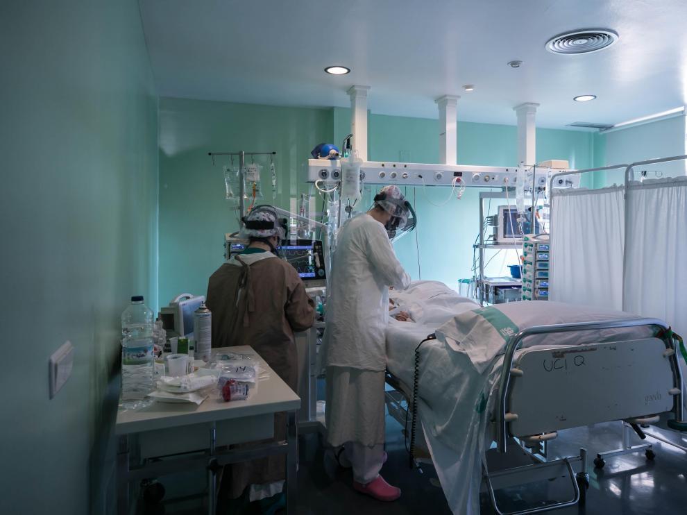 Un paciente ingresado en la Unidad de Cuidados del Clínico.