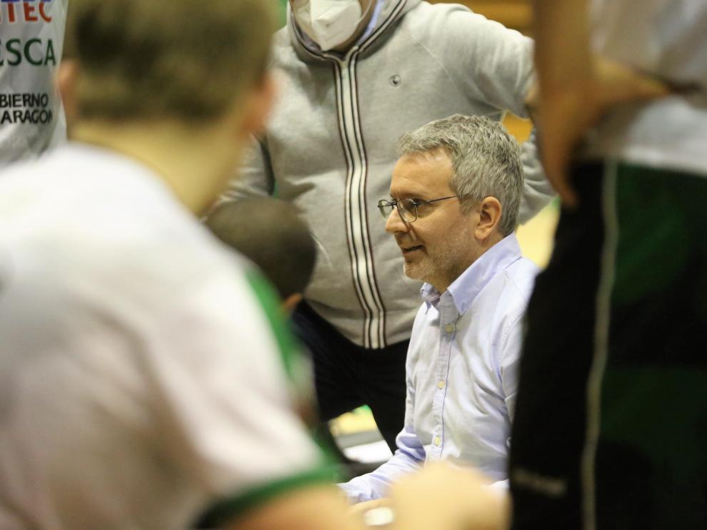 Óscar Lata, técnico del Levitec, durante el partido con el Lleida.