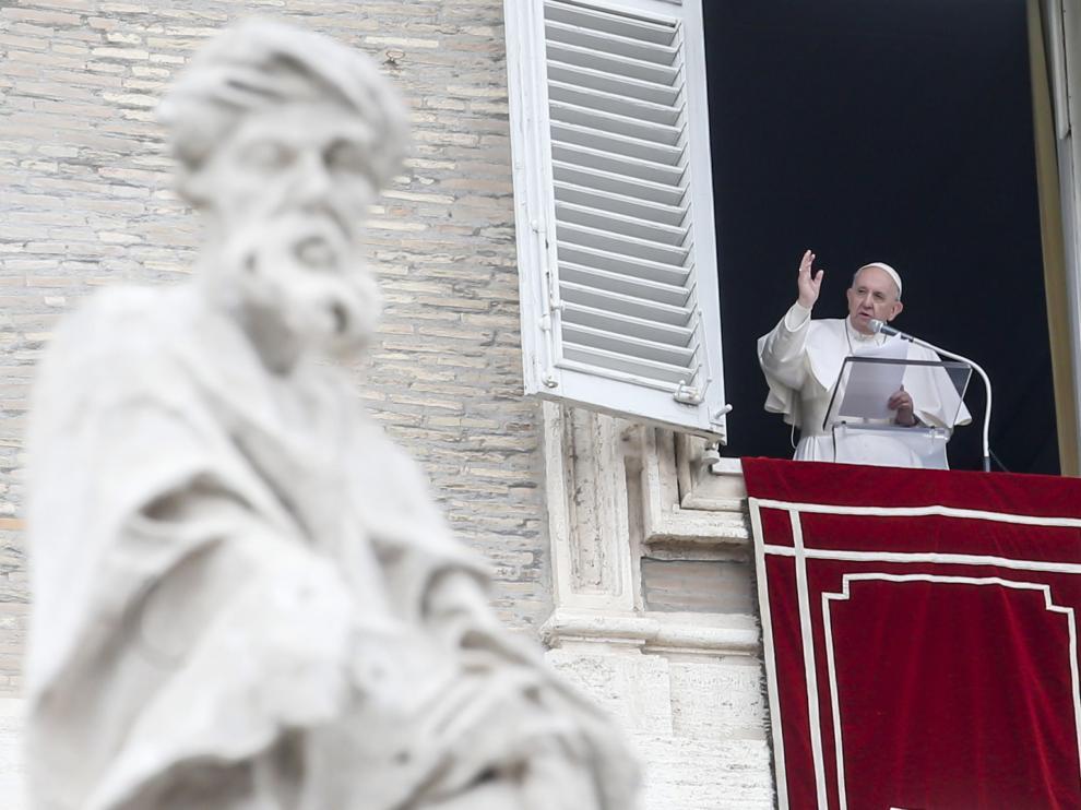 Francisco, en el balcón del Palacio Apostólico del Vaticano