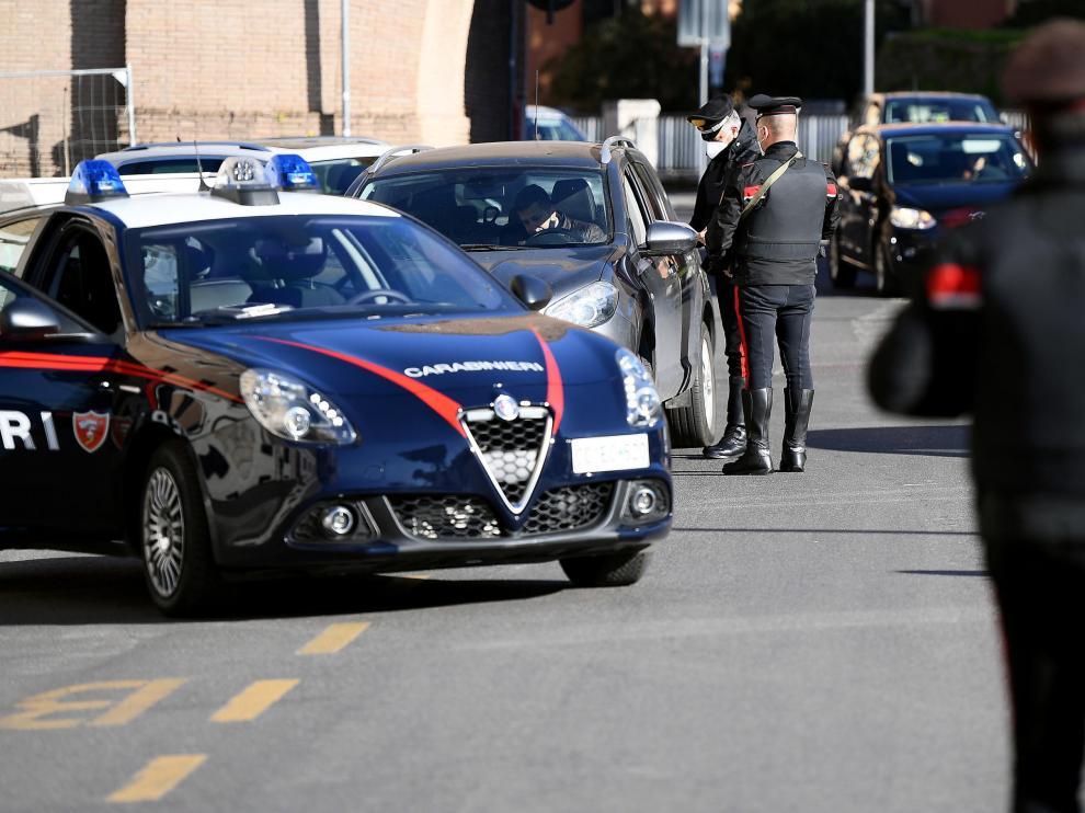 Controles de movilidad en Roma tras la declaración del nuevo confinamiento.
