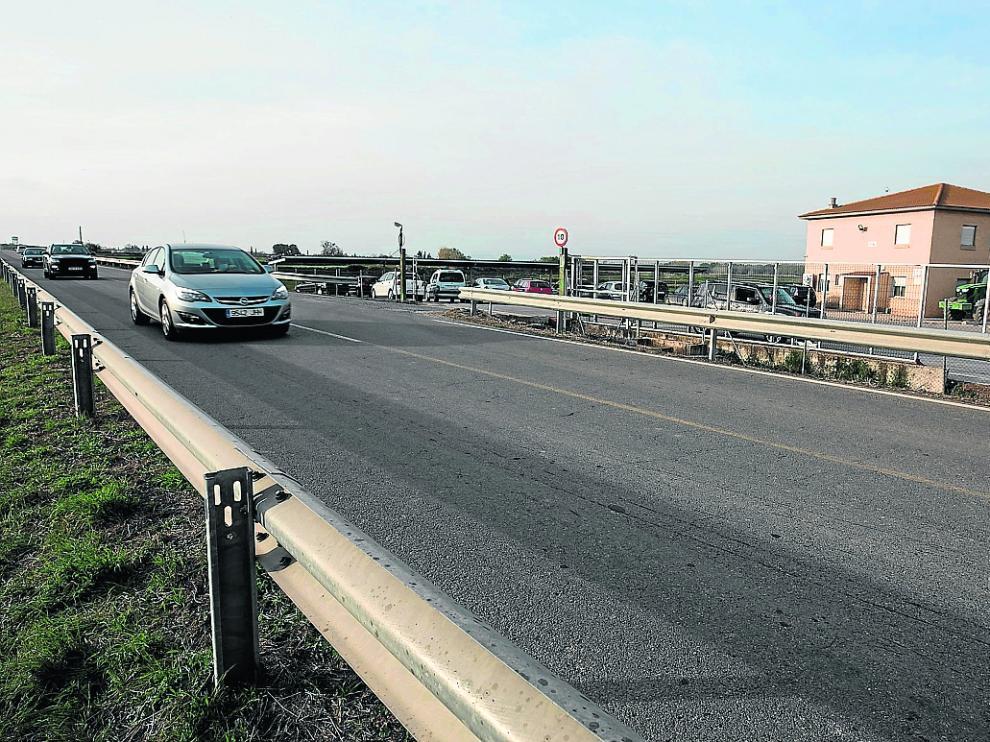 El cadáver de la víctima fue hallado en este punto de la carretera VP-24, detrás de la bionda.