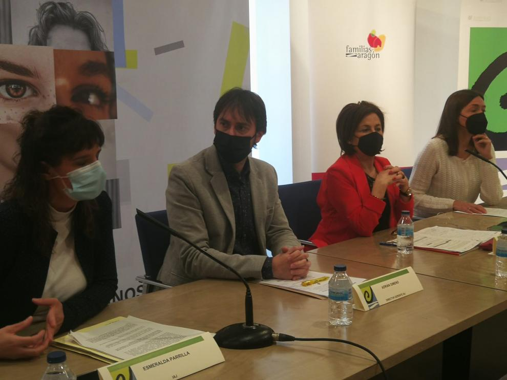 Esmeralda Parrilla, Adrián Gimeno, Teresa Sevillano y Lola Fatás, este lunes, durante la presentación de los dos nuevos servicios de la DGA