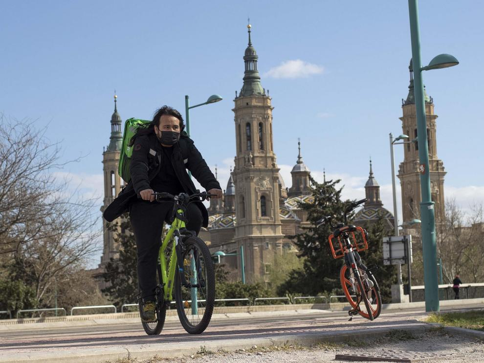 Un día con el 'rider' Javier Mendieta en Zaragoza.