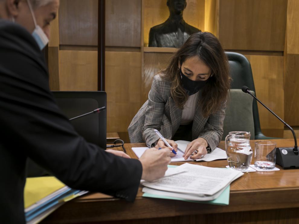 María Navarro, este martes, durante la comisión de Hacienda del Ayuntamiento de Zaragoza.