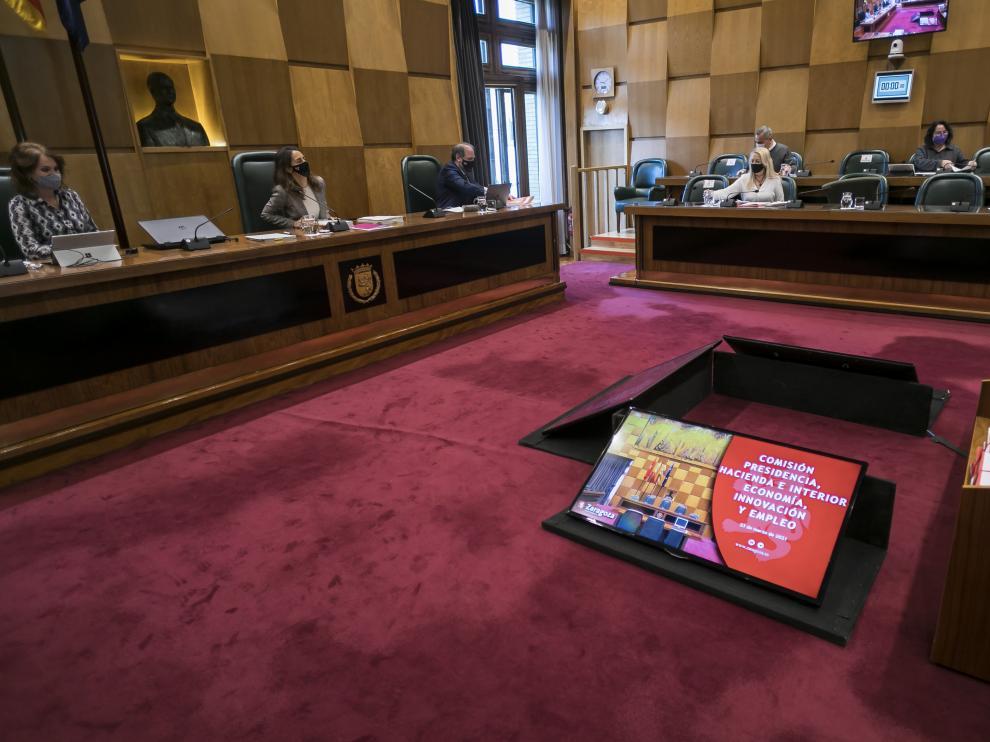 Imagen de la comisión de Hacienda de este martes en el Ayuntamiento de Zaragoza.