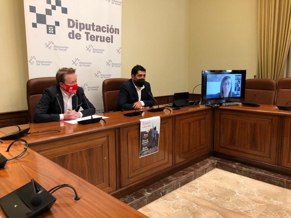 El diputado delegado de Turismo, Diego Piñeiro, a la derecha con el presidente de Teruel Empresarios Turísticos, Roche Murciano.