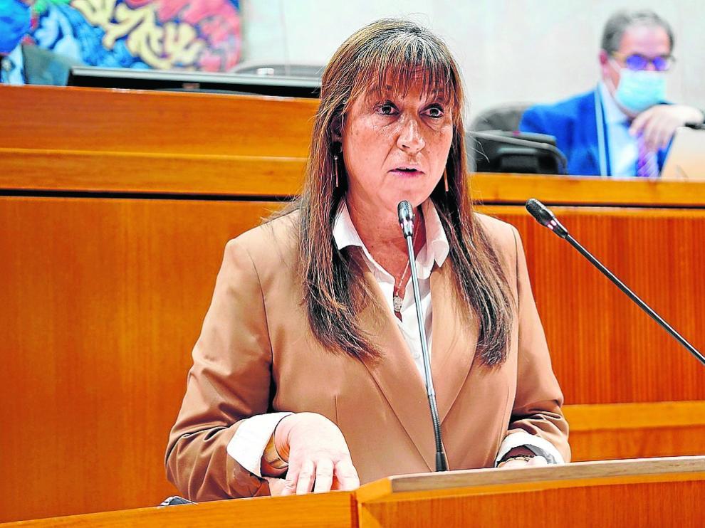 La consejera de Sanidad, Sira Repollés, en el pleno de las Cortes de Aragón