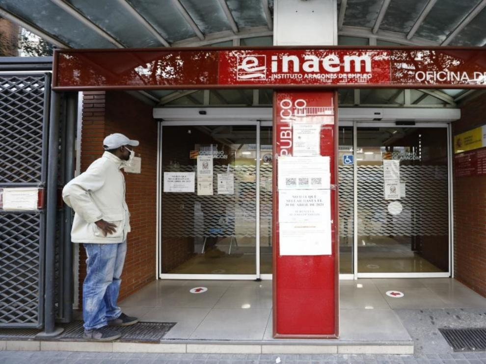 Oficina del Inaem y el SEPE en la calle Santander de Zaragoza.