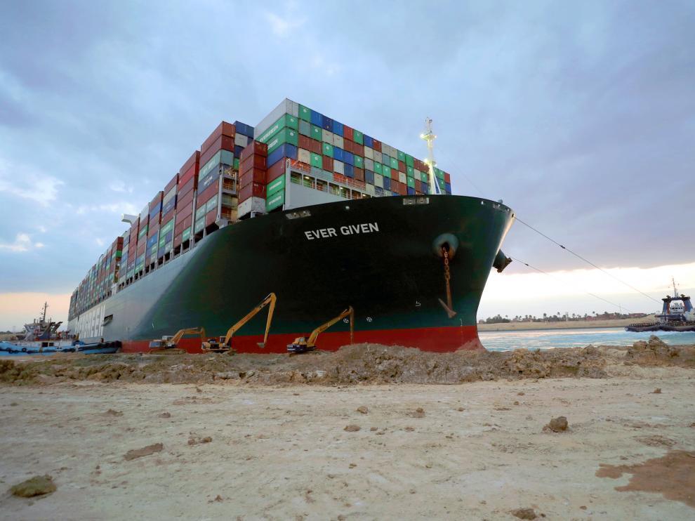 Egipto logra mover el buque 'Ever Given' en el Canal de Suez