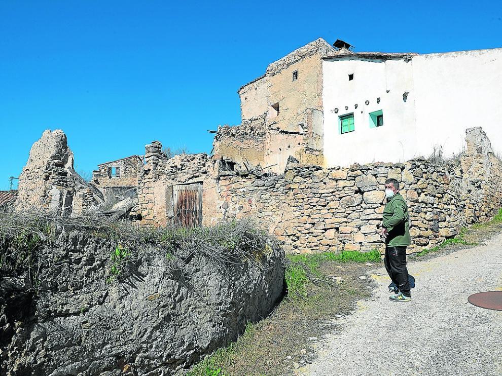 El único vecino de la Rambla de Martín, una pedanía de Martín del Río, pasea por las calles