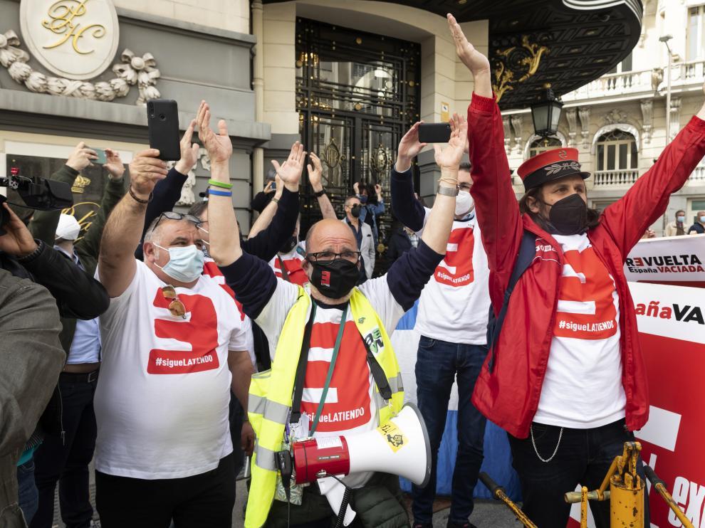 Protesta de la España Vaciada frente el Congreso