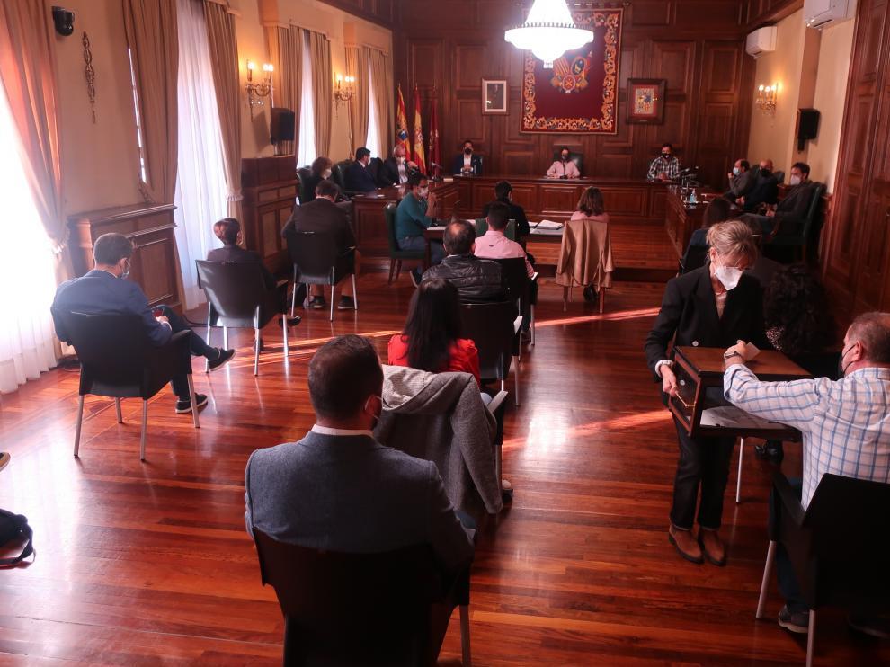 El pleno del Ayuntamiento de Teruel se ha celebrado con todas las cautelas anticovid.